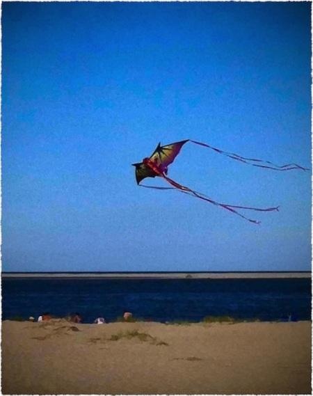 KiteComposite1GrainBokeh1MidtoneFrayed 2