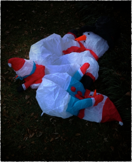 ChristmasCrimeSceneBokeh2vertflipGrainFrayed 2